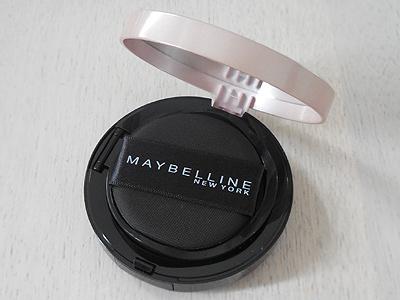 メイベリン スーパー クッション ウルトラカバークッション BBの黒を基調としたシックなケース